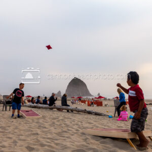 Children-Playing-Corn-Hole-on-the-Beach